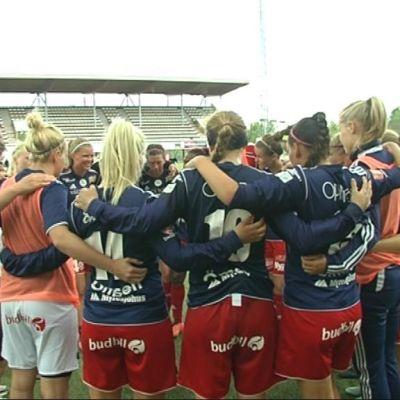 Åland United samlade efter match mot PK-35 i damligan 2015.