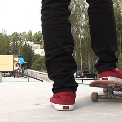 Skateboard och skor