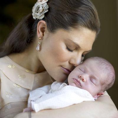 Kronprincessan Victoria och prinsessan Estelle