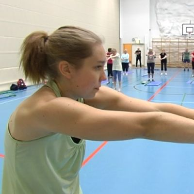 Jeanette Broman leder gymnastikkurser i Sibbo