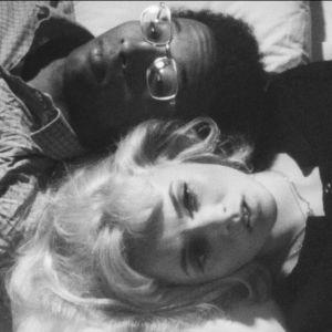 Ulla Kivipato ja Eugene Holman elokuvassa Musta Lumikki (1971)