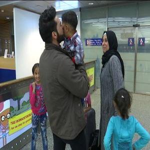Syriska Mohammed al Khallouf träffade efter en lång tids väntan sin familj på Helsingfors-Vanda flygplats den 5 maj 2017.