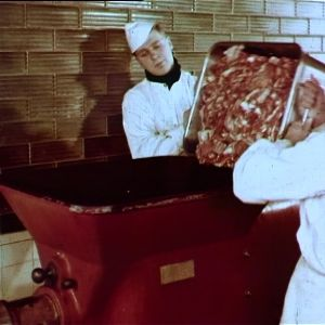Lihaa menossa lihamyllyyn.