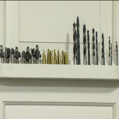 Hylla för borrbett i Jims verktygsskåp.