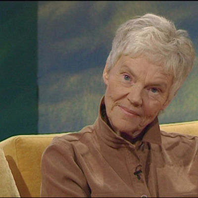 Författaren Märta Tikkanen i programmet Bettina S.