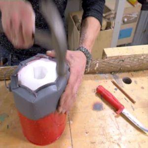 Förslut ämbaret och kanterna med en hammare