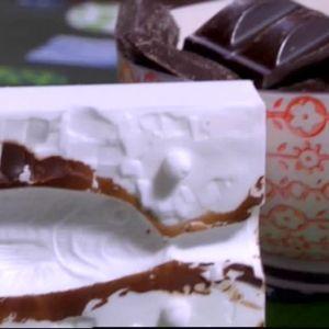 Silikonform med spår av choklad