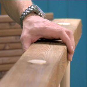 Bygg ihop den översta delen med rundstavar och plankor