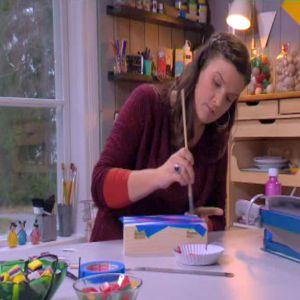 Camilla målar rutor,