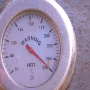 Värm plåtdelarna på högsta värme.