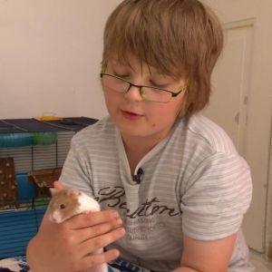 Noel Bahne med litet husdjur.
