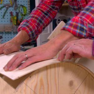 Jim och Johan gör gjutform för delar till ugn