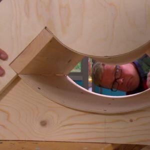 Johan kontrollerar den färdiga gjutformen