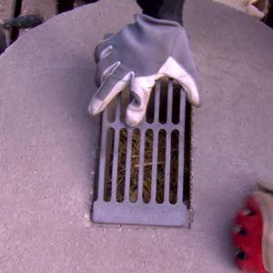 Askgallret läggs på betongfoten