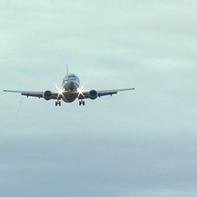 Flygplan närmar sig.