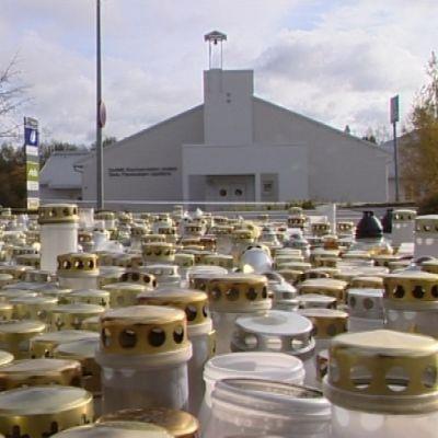Hav av ljus i Kauhajoki efter skolmassakern.
