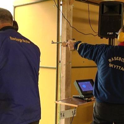 Raseborgs skyttar på skjutbanan i Ingå