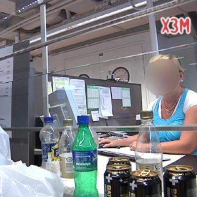 alexandra tar pantflaskorna till skattebyrån
