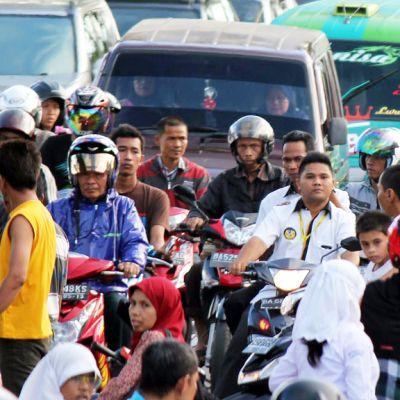 Invånare i Padang söker sig till säkrare områden