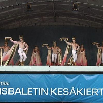 Nationalbaletten uppträdde på Vasa torg.