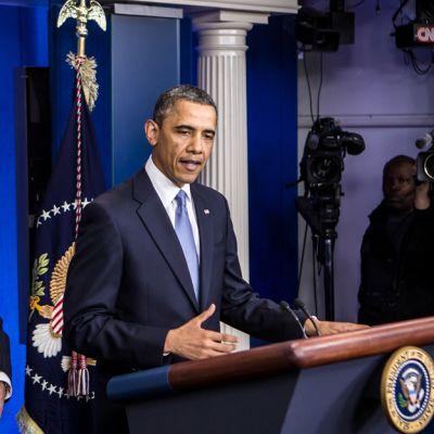 Obama och Biden vid presskonferens om budgetuppgörelsen.