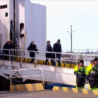 Wasa Express passagerare får gå via bildäck