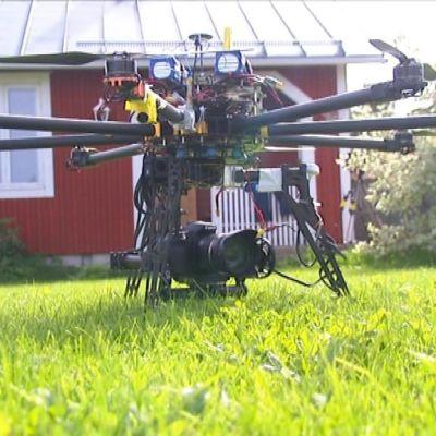 Mikael Karlssons fjärrstyrda helikopter.