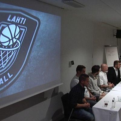 Lahti Basketball -tiedotustilaisuus.