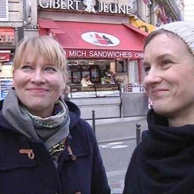 Terhi Toivonen ja Kaisa Leino esittelevät leipomuksiaan Pariisissa.