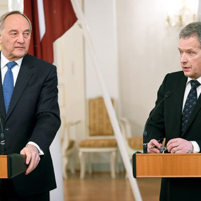 Latvian presidentti Andris Bērziņš ja presidentti Sauli Niinistö.