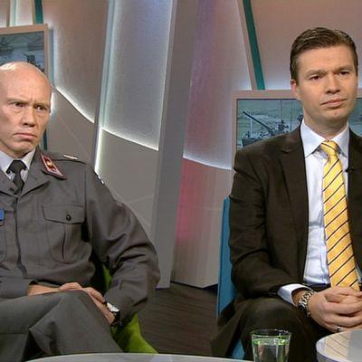 Tommi Lappalainen ja Charly Salonius-Pasternak Ylen aamu-tv:ssä 13. lokakuuta 2014.