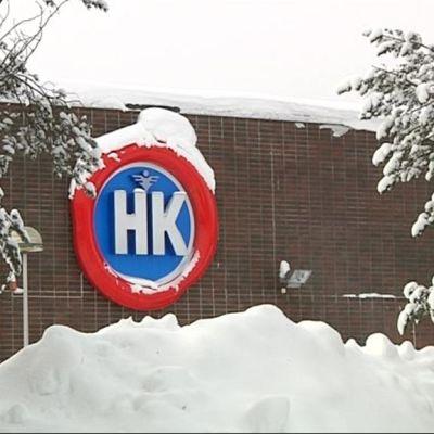 HK:n logo teurastamorakennuksen seinässä.