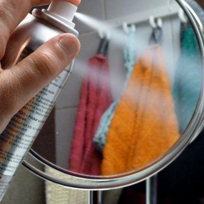 Suihkeita sisältävät aerosolipulllot eivät kuulu roskakoriin.