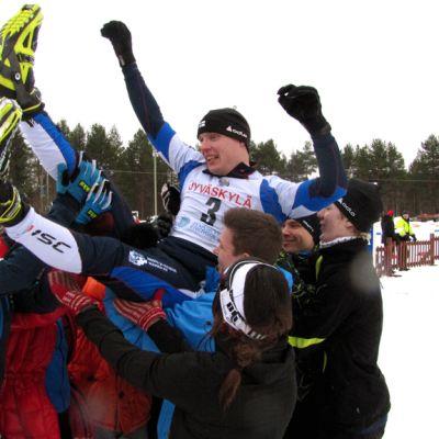 Jyväskylän joukkue voitti neljännen kerran maakuntaviestin, joka hiihdettiin Pihtiputaalla 2014.