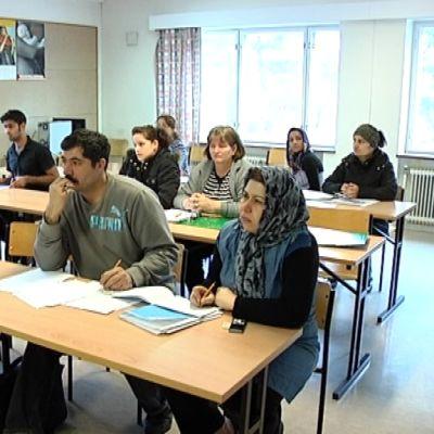 Turun vastaanottokeskuksessa opiskellaan ahkerasti suomen kieltä.