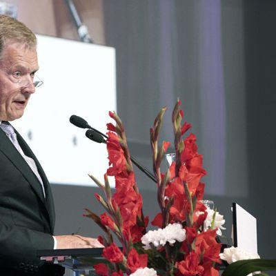 Sauli  Niinistö puhuu Sotainvalidien veljesliiton pääjuhlassa Helsingin messukeskuksessa.