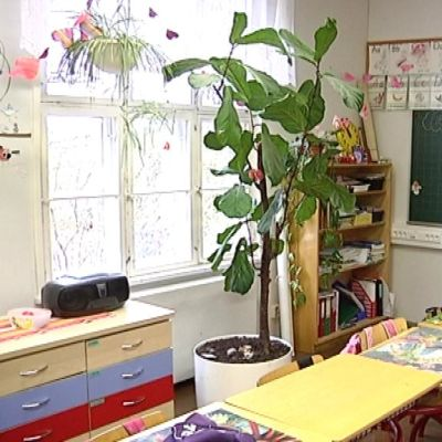Tyhjä loukkahuone Teutjärven koulussa Loviisassa.