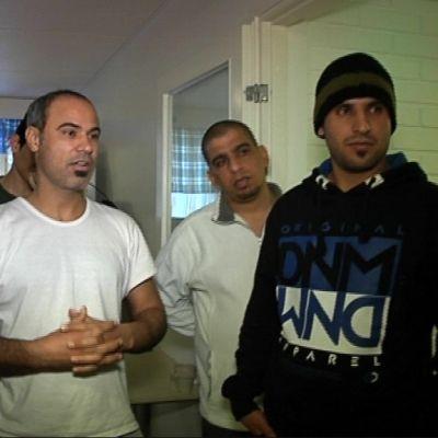 Irakilaisia turvapaikanhakijoita Rovaniemen vastaanottokeskuksessa.