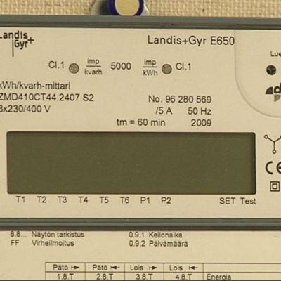 Etäluettavan sähkömittarin näyttö.
