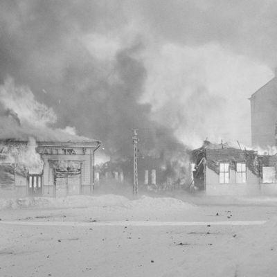 Pommituksen tuhoja Sortavalassa.