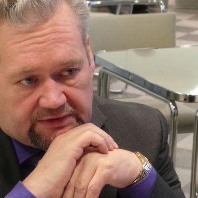 Kansanedustaja Jari Myllykoski (vas.)