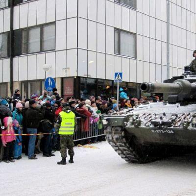 Itsenäisyyspäivän paraati Kuopiossa.