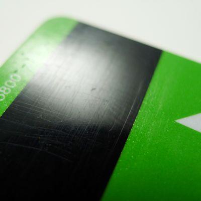 Maksukortin magneettijuova.