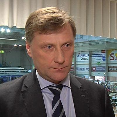Maa- ja metsätalousministeri Jari Koskinen, Kokoomus.