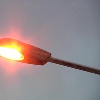 Osa uusistakaan lampuista ei muodoltaan poikkea vanhoista katuvaloista. Valon väri paljastaa kuitenkin, ettei niissä hehku vanha sinertävä elohopeakaasu.