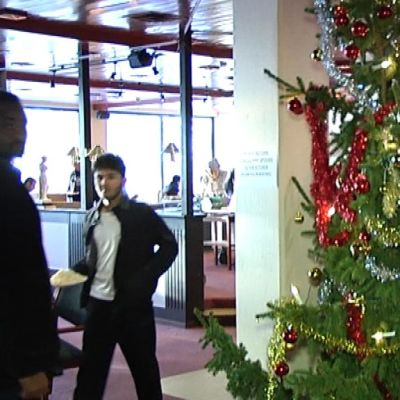 Joulukuusi Forssan hätämajoitusyksikössä