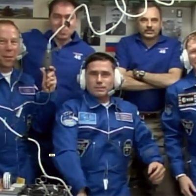 avaruusasema telakointi, ryhmäkuva.