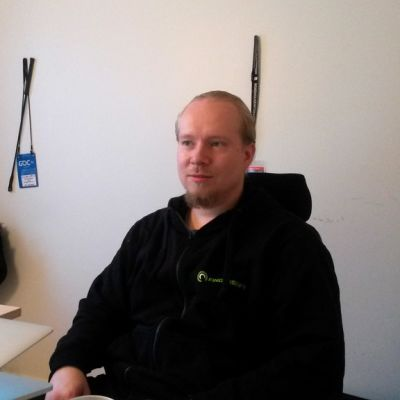 Fingersoftin toimitusjohta Teemu Närhi työhuoneessaan.
