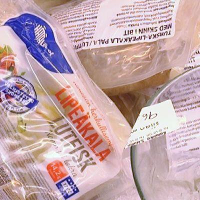 Lipeäkalaa pakkauksissa