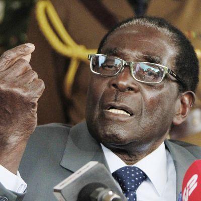 Yli 30 vuotta vallassa ollut Zimbabwen presidentti Robert Mugabe lehdistötilaisuudessa pääkaupungissa Hararessa 30. heinäkuuta 2013.